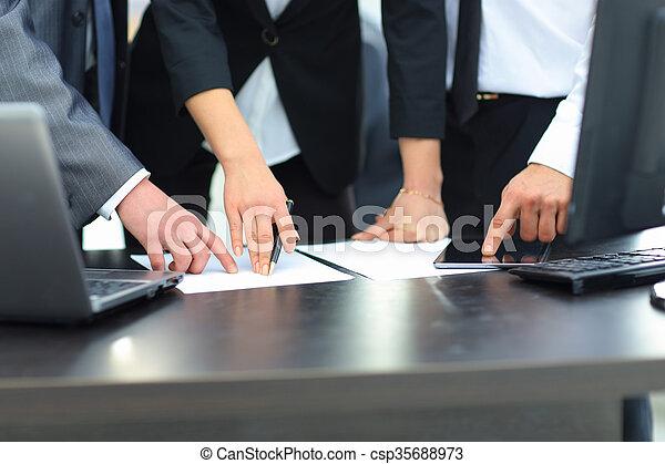 グループ, ビジネス 人々 - csp35688973