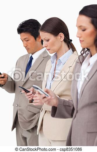 グループ, ∥(彼・それ)ら∥, businesspeople, cellphones - csp8351086