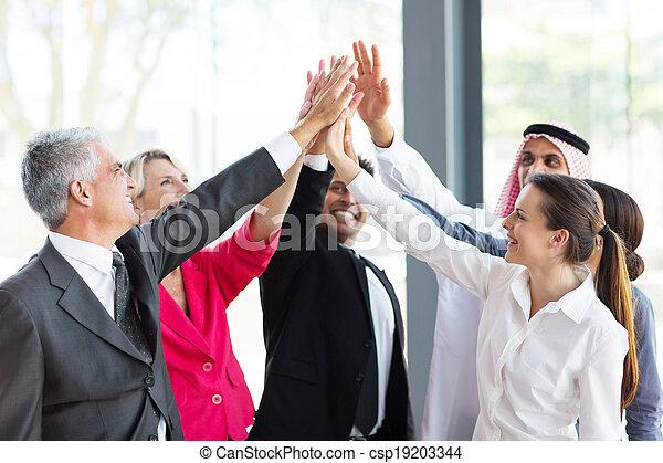 グループ, businesspeople, teambuilding - csp19203344