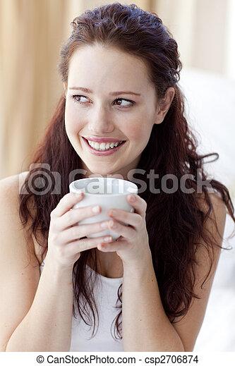 コーヒー, 美しい, ベッド, カップ, 女, 飲むこと - csp2706874
