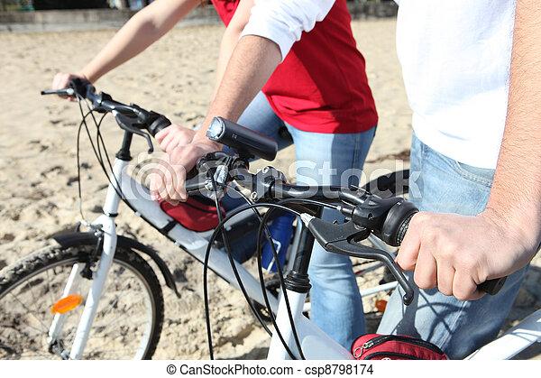 サイクリング, 浜, 人々 - csp8798174