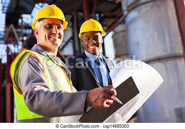 シニア, 産業, オイル労働者, マネージャー - csp14685303