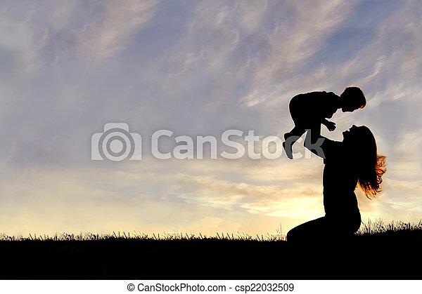 シルエット, 外, 母, 赤ん坊, 遊び, 幸せ - csp22032509
