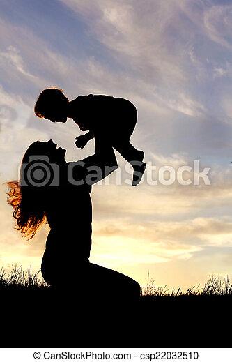 シルエット, 外, 母, 赤ん坊, 遊び, 幸せ - csp22032510
