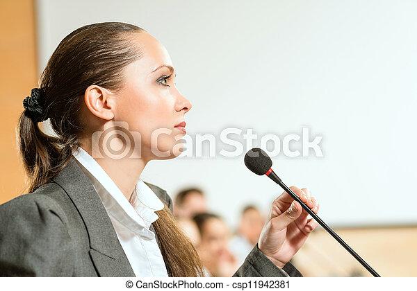 スピーカー, 女性 - csp11942381