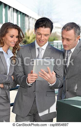 タブレット, ビジネス 人々, ミーティング, 外, 電子 - csp9954697