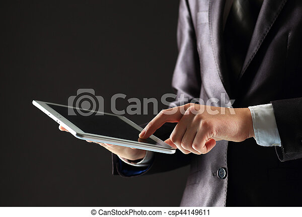 タブレット, 仕事, 現代, 若い, pc, 黒い背景, デジタル, ビジネスマン, 装置 - csp44149611