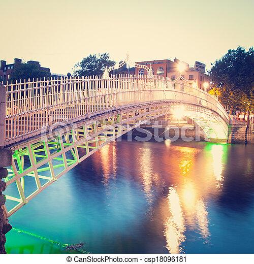 ダブリン, アイルランド - csp18096181