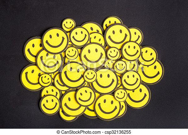 テーブル, 微笑, 黄色, 顔 - csp32136255