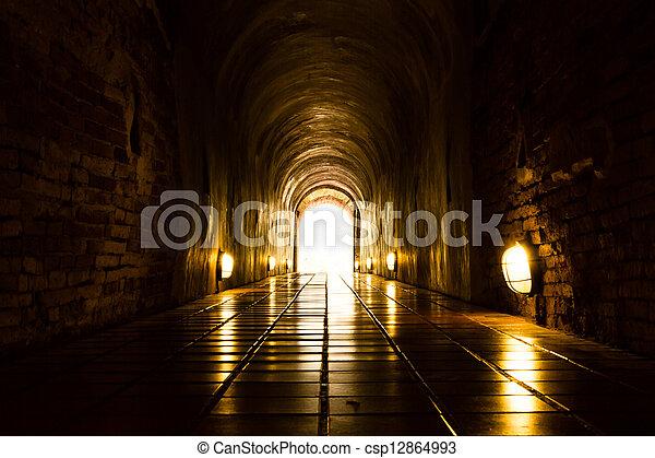 トンネル, ライト, 端 - csp12864993