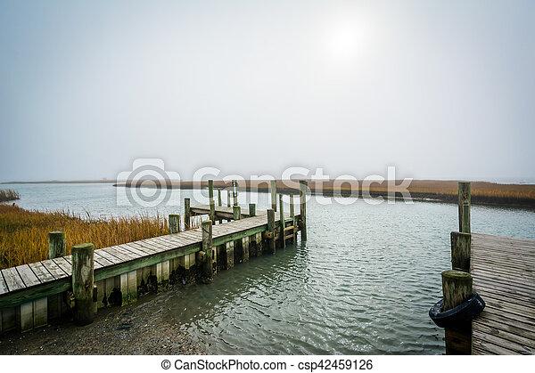 ドック, 島, 湿地, chincoteague, virginia. - csp42459126