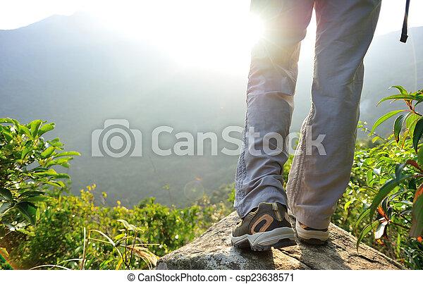 ハイカー, 山, 女, ピークに達しなさい, 立ちなさい - csp23638571