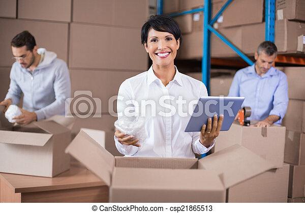パッキング, 箱, 労働者, の上, 倉庫 - csp21865513