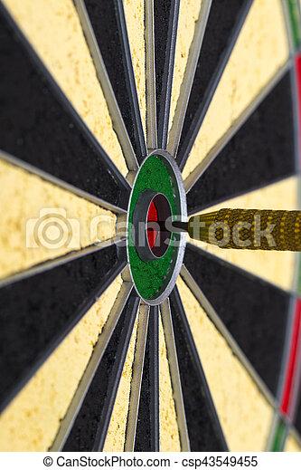 ヒッティング, 中心, ターゲット, 矢, さっと動きなさい - csp43549455