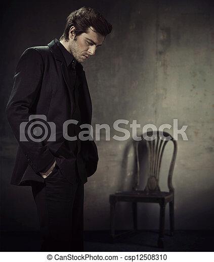 ビジネス, 暗い背景, スーツ, ハンサム, 人 - csp12508310