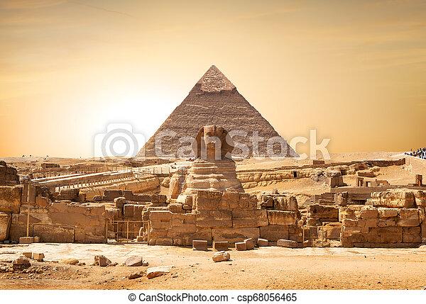 ピラミッド, スフィンクス - csp68056465