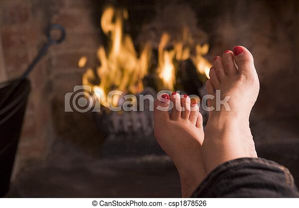 フィート, 暖炉, 暖まること - csp1878526