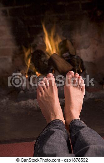 フィート, 暖炉, 暖まること - csp1878532