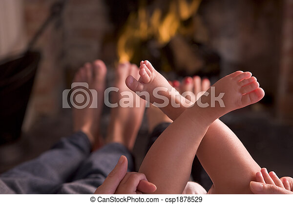 フィート, 暖炉, 暖まること, 家族 - csp1878529