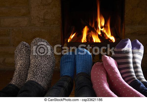 フィート, 火, 家族, 暖まること - csp33621186