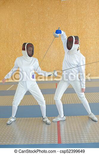 フェンシング, 2人の人々 - csp52399649