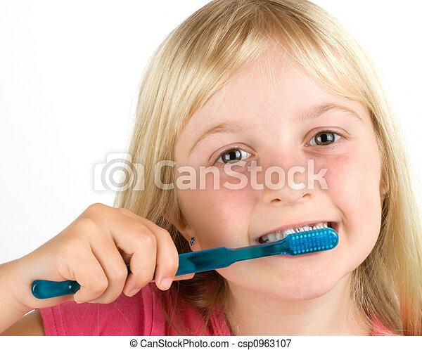 ブラシをかけること, 女の子, 彼女, 歯 - csp0963107