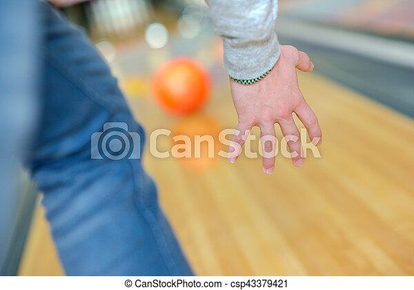 ボーリング競技者 - csp43379421