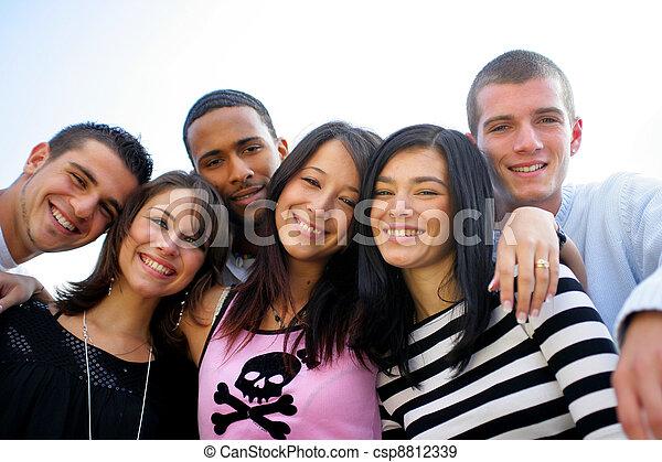 ポーズを取る, グループ, 若い, 写真, 人々 - csp8812339