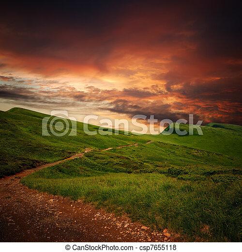 ミステリー, 山, 牧草地, によって, 地平線, 道 - csp7655118