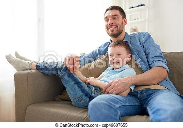 モデル, ソファー, 父, 息子, 家, 幸せ - csp49607655