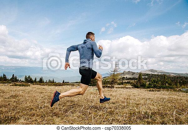 ランナー, 国, 走っている男性, 交差点 - csp70338005