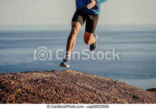 ランナー, 坂の上へ, 運動選手, 動くこと, 山 - csp62623505