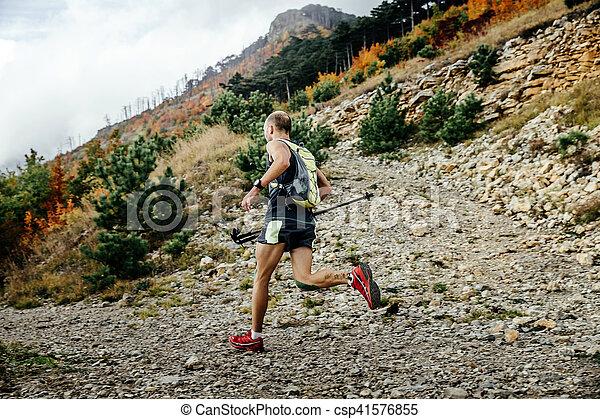 ランナー, 山, 走っている男性, マラソン - csp41576855