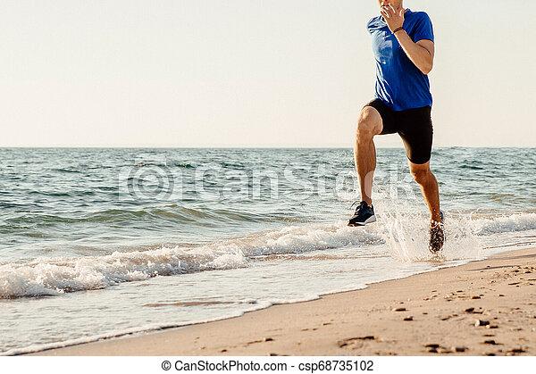 ランナー, 走っている男性, 海 - csp68735102