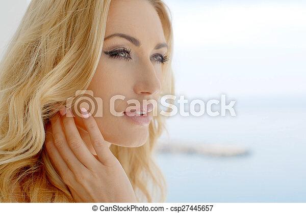 リコール, 美しい女性, 記憶, 海岸 - csp27445657