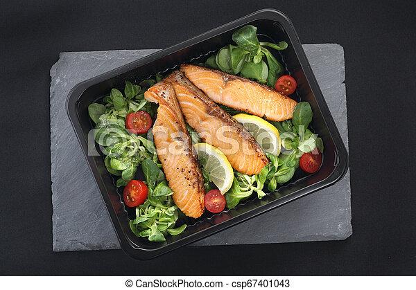 レタス, 鮭, 焼かれた, 小片 - csp67401043