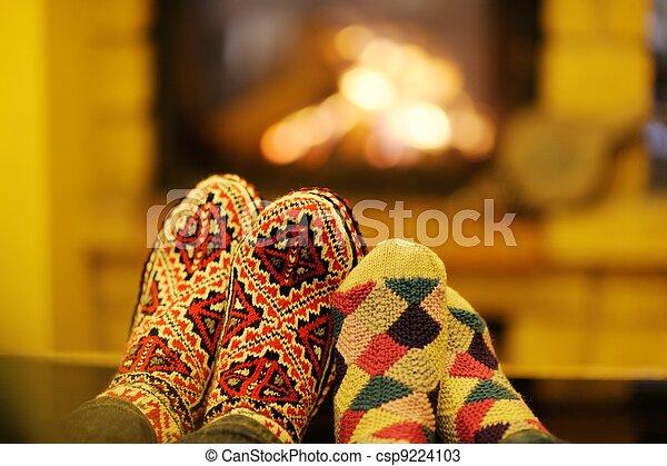 ロマンチック, モデル, ソファー, 恋人, 若い, 季節, 前部, 家, 幸せ, 暖炉, 冬 - csp9224103