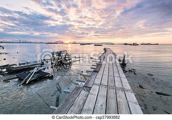 一族, 橋, 日の出, 突堤, 木製である - csp37993882