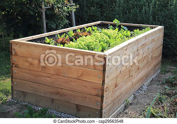 上げられた, 庭, ベッド - csp29563548