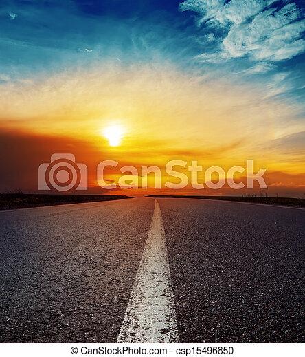 上に, よい, 日没, アスファルト坑道 - csp15496850