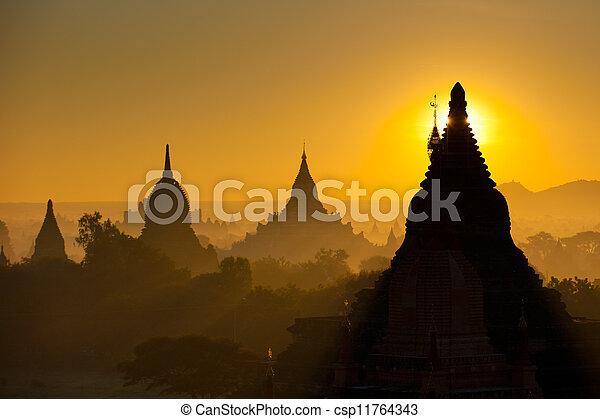 上に, 古代, bagan, 日の出, ミャンマー - csp11764343