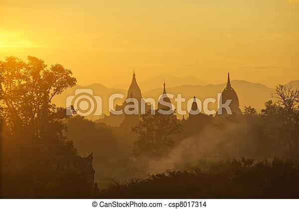 上に, 古代, bagan, 日の出, ミャンマー - csp8017314