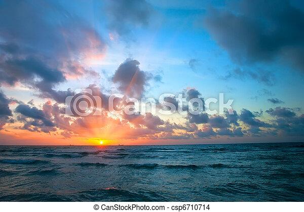 上に, 日の出, 海洋 - csp6710714