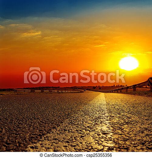 上に, 日没, アスファルト坑道, 赤 - csp25355356