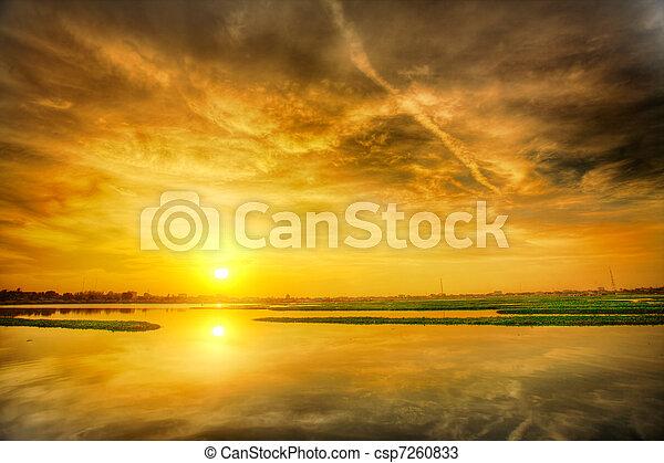 上に, 日没, 湖 - csp7260833