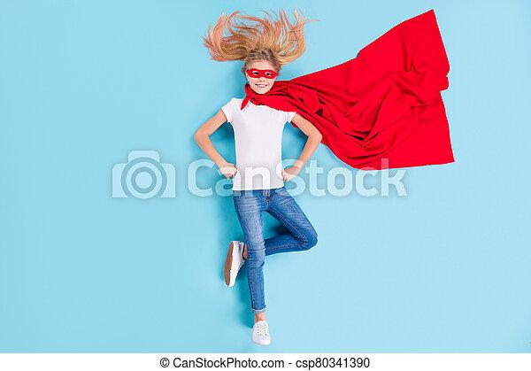 上, 角度, を除けば, 世界, の上, 背景, 光景, 強力, 極度, 位置, 英雄, わずかしか, 子供, 隔離された, 高く, 最も良く, 青, フルである, 女の子, 写真, 色, 岬, 赤, 持ちなさい, マスク, 上に, 準備ができた, superwoman, 体 - csp80341390