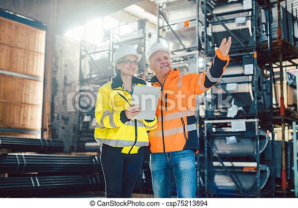 事業を論じる, 労働者, 中心, 顧客, ロジスティクス - csp75213894
