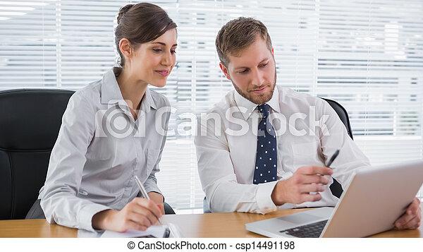 人々, ラップトップ, ビジネス, 一緒に働く - csp14491198