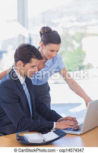 人々, ラップトップ, ビジネス, 一緒に働く - csp14574347