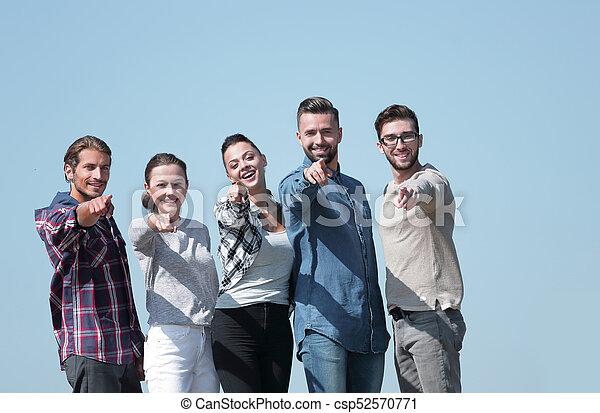 人々, 提示, チーム, 若い, 前方の手 - csp52570771